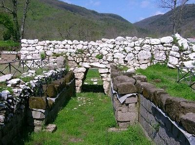 filename-porta-megalitica