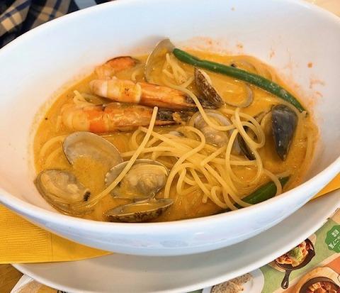 海の幸のビスクスープスパゲッティ