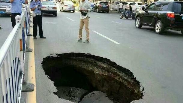 【中国】蘭州市のあちこちで道路が突然陥没!いったい何が起こっているのか? [海外]