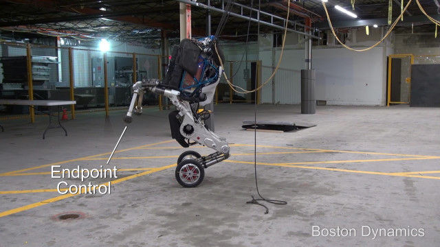 高機動かつ色々できる、ボストン・ダイナミクス社の新型ロボット「ハンドル」