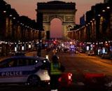 【動画】 パリのシャンゼリゼ通りで銃撃、警官3人死傷 ISが犯行声明