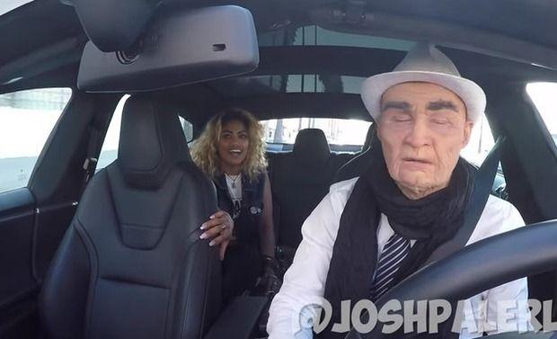 【動画】 テスラの自動運転の車を使った自動運転なイタズラが凄い!!