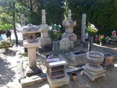 静の里・静の墓