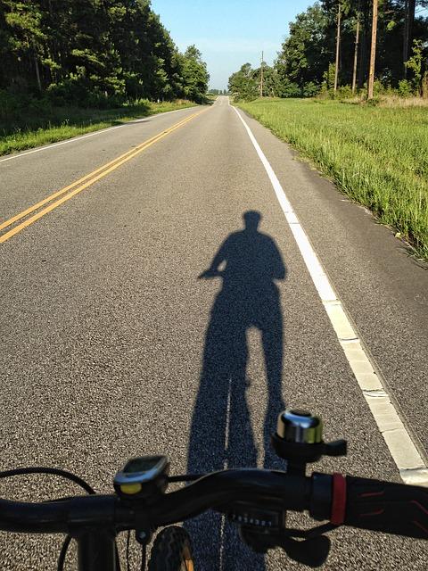 Shadowofcyclist139581_640