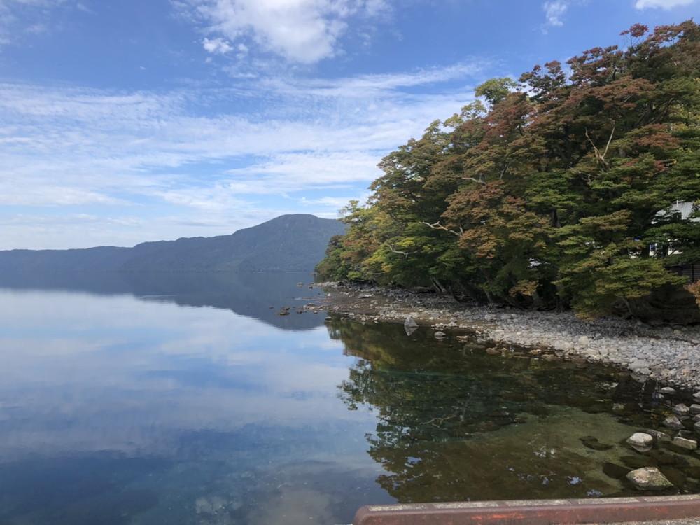 紅葉がうっすら見えてきた十和田湖