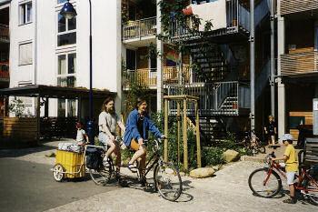 市民の足は当然自転車