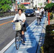 「自転車は車道」 レーン設置