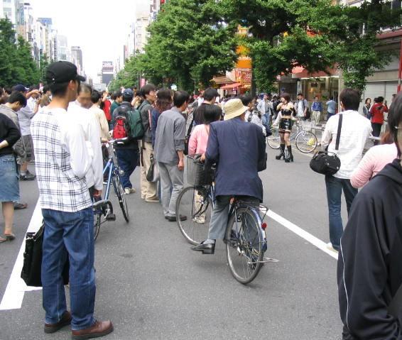 自転車が通る