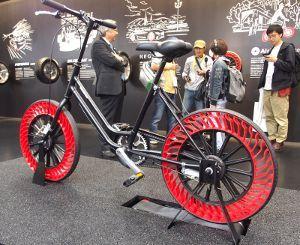 パンクしない自転車タイヤ