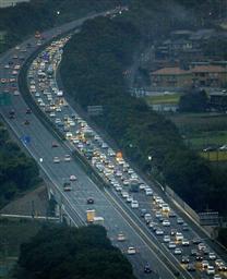 大型連休、渋滞50キロ超も<br>