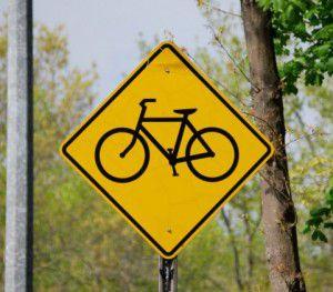 右側の路側帯の走行は逆走に該当
