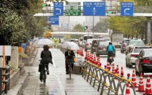 自転車レーンを実験設置