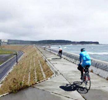 【図2】海岸沿いに