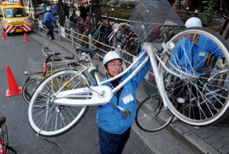 次々と撤去される放置自転車