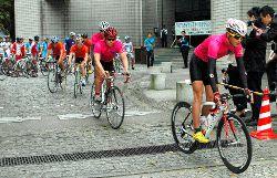 大学の自転車部、交通ルールの模範に