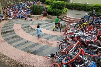 自転車が「山積み」