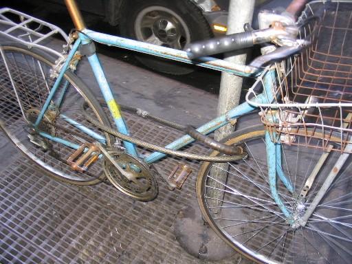 日本の捨てられている自転車 ...