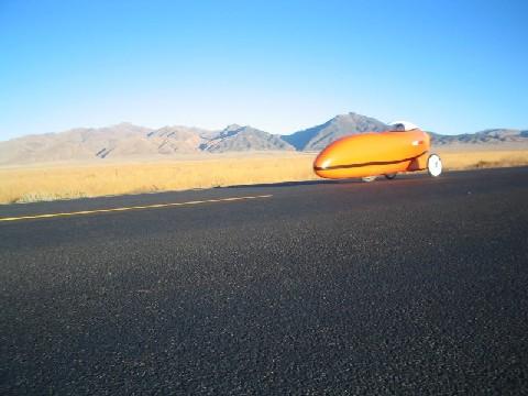 砂漠の中の道路