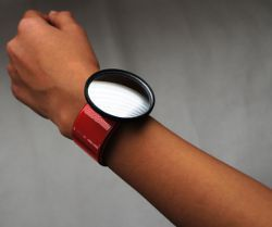 CyFy WristView Mirror - A Wearable Wrist Mirror for Biking