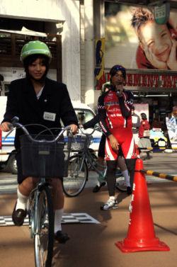 自転車マナー、高校生に伝授
