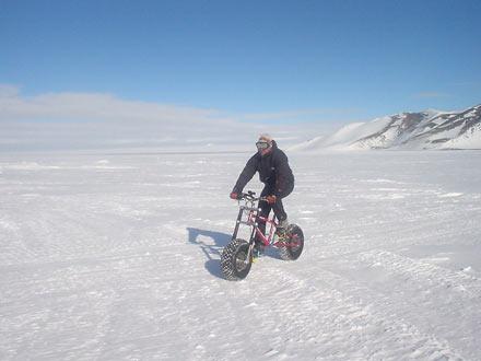 南極で自転車