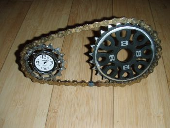 Bike chain and cassette cog desk clock, www.etsy.com