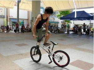 自転車パフォーマー