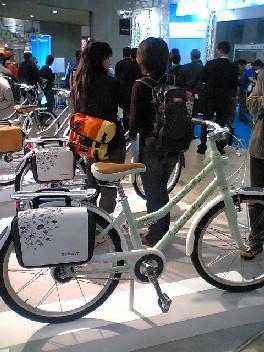 有名な非自転車デザイナーを起用