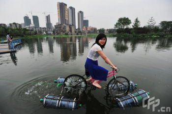 Amphibious bicycle in Wuhan
