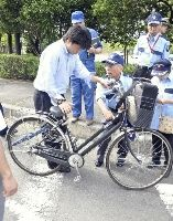 識別シールで自転車盗対策