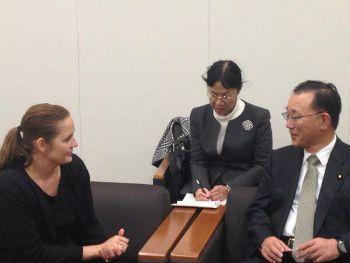 デンマークの交通大臣と会談する谷垣禎一自転車議連会長
