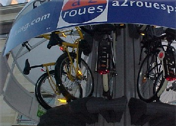 自転車を縦に収納