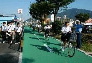 歩いて安心 自転車道完成