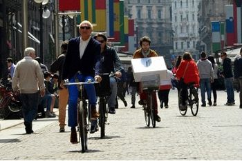 「車より自転車」、経済危機のイタリア