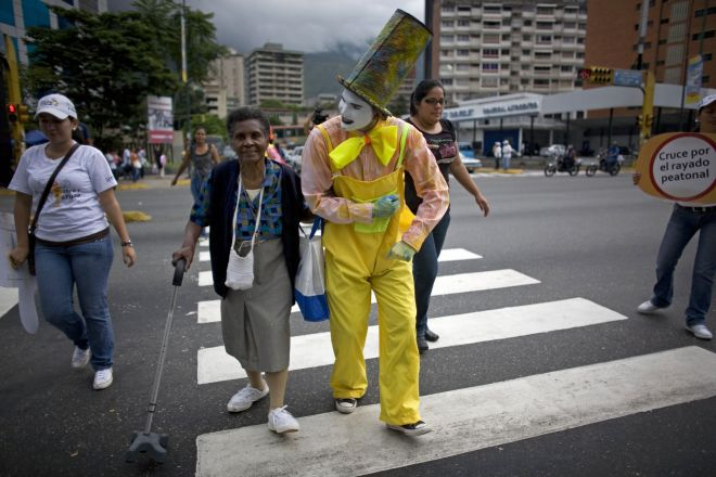 City Hires Mimes to Give Bad Drivers the Silent Treatment