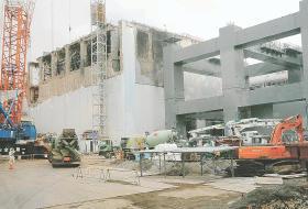 防護カバーの建設
