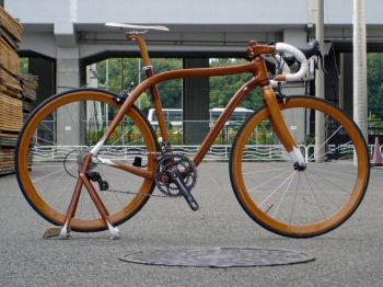 木のロードバイク