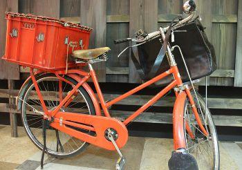 郵便屋さんの自転車