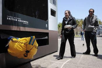 Giant Tourism Vending Machine, www.psfk.com