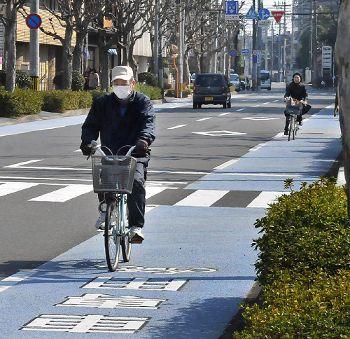 車道に設けられた自転車レーン