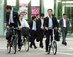 自転車で通勤する