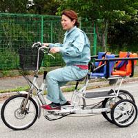 3人乗り自転車を開発中