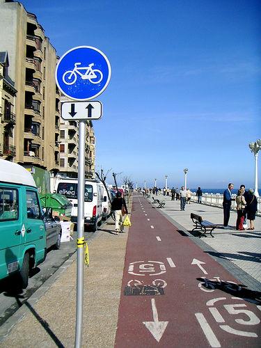 サンセバスチャン(スペイン)の自転車レーン。Photo by freddy,licensed under the Creative Commons Attribution ShareAlike 3.0 Unported.