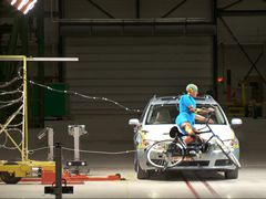New airbag protects vulnerable road users, www.tno.nl