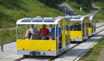 「世界初」のソーラー軌道自転車を公開