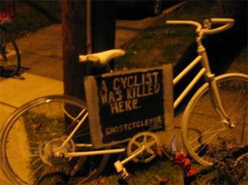 白い自転車がメモリアル
