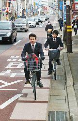 「自転車走行指導帯」を本格導入
