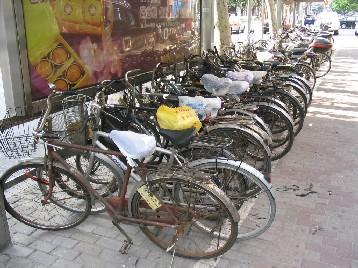 日本と比べると古い自転車が多い
