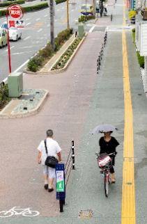人と自転車の分離柵、かえって危険