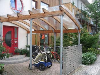 家の前にクルマはない。Photo by Claire7373,under the GNU Free License.